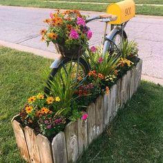 70 Beautiful Low Maintenance Front Yard Garden and Landscaping Ideas - front yard landscaping ideas curb appeal Mailbox Garden, Mailbox Landscaping, Garden Yard Ideas, Diy Garden, Garden Care, Garden Projects, Landscaping Ideas, Mailbox Planter, Inexpensive Landscaping