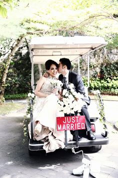 'Just Married' wedding sign on a getaway car/buggy // Wilis and Etika's 'Chinoiserie Infused with Rococo' Bali Wedding The Effective Pictures We Offer You About boho wedding cars A quality picture can Garden Party Wedding, Bali Wedding, Wedding Send Off, Wedding Bells, Daisy Wedding, Wedding Cars, Wedding Flowers, Just Married Car, Wedding Transportation
