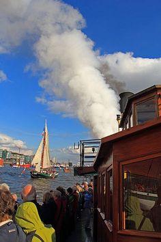 Traditionsschiffparade auf der Elbe #hamburg #elbe #hafen #parade #schiff #schiffe #traditionsschiffparade  #hansestadt #welovehh