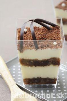 Čokoládu nasekajte, dajte do hrnca a nad parou pomaly rozpustte. Tiramisu, Pudding, Carving, Candy, Ethnic Recipes, Sweet, Smoothie, Gardening, Mascarpone