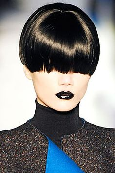 One of my favourite runway looks with the YSL black lipgloss. Which I proudly own now :)