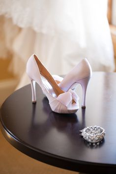 Pink wedding shoes under my dress would be so cute Pump Shoes, Wedge Shoes, Shoes Heels, Pink Wedding Shoes, Bride Shoes, Bridal Boutique, Glamour, Sock Shoes, Beautiful Shoes