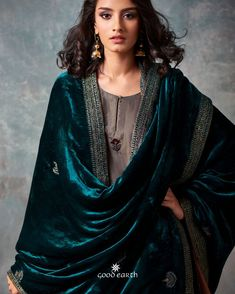 Good Earth brings you luxury design crafted by hand, inspired by nature and enchanted by history, celebrating India's rich history and culture through original, handcrafted products. Pakistani Dress Design, Pakistani Outfits, Indian Outfits, Pakistani Bridal, Boho Chic, Hippy Chic, Kurta Designs, Blouse Designs, Indian Designer Outfits