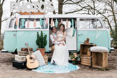 Mint kleurige Volkswagenbus als trouwauto om te bouwen tot Photo Booth / foto hokje. Styled shoot Photo By Kroonmoment Festival Wedding, Boho Festival, Blue Wedding, Dream Wedding, Wedding Cars, Wedding Fun, Wedding Bells, Wedding Ceremony, Cabine Vintage