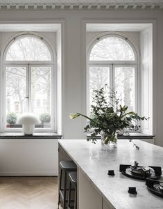 Recently, especially in Scandinavian design, a style is gaining popularity, in which an interior reminds modern art galleries, while a variety of ✌Pufikhomes - source of home inspiration Kitchen Interior, Interior And Exterior, Interior Design, Interior Colors, Kitchen Decor, Country Look, Oak Parquet Flooring, Dream Apartment, Cheap Home Decor