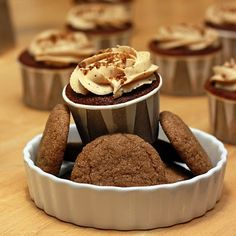 The Doctor's Dishes, Desserts & Decor: Gingerbread Latte Cupcakes *Made* - VERY strong flavors. A great cupcake to go with coffee or other strong drink Gingerbread Cupcakes, Gingerbread Latte, Christmas Cupcakes, Christmas Treats, Christmas Recipes, Dessert Decoration, Dessert Ideas, Cupcake Frosting, Cakes And More