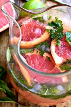 Grapefruit Mojitos are a delicious twist on a classic mojito. These easy mojitos combine grapefruit juice, lime juice, mint, and rum in a refreshing drink Fun Drinks, Yummy Drinks, Beverages, Refreshing Drinks, Yummy Food, Bloody Mary Recipes, Mojito Recipe, Juicing Benefits, Grapefruit Juice