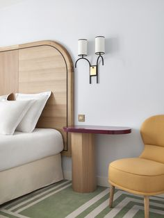 View photos of Hotel Bienvenue, a contemporary design hotel in Paris's district, near the Opera Garnier. A new Adrien Gloaguen hotel. Home Decor Bedroom, Modern Bedroom, Master Bedroom, Bedroom Bed, Elegant Home Decor, Elegant Homes, Bedroom Carpet, Luxury Bedding, Resorts
