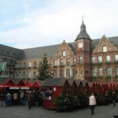 Rathaus Dusseldorf #rathausdusseldorf #rathaus #dusseldorf #christmasmarket #christmas #red #tourism #photooftheday #beautiful #holiday #holidays #stands #houses #cityhall #city #town #spirit