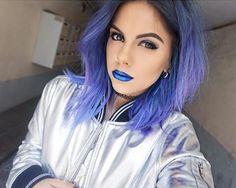 Sophie Hannah Richardson. Coiffure. Hair. Bleu. Blue. Lipstick. Blue. Rouge à lèvre. Bleu.