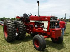IH 1566 with duals Truck And Tractor Pull, Red Tractor, Tractor Pulling, Antique Tractors, Vintage Tractors, Vintage Farm, Big Tractors, Farmall Tractors, International Tractors