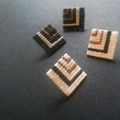Square stud earrings Black and White and Gold by FiaAccessories  ハンドメイド ピアス アクセサリー トライバル アフリカン ネイティブアメリカン ネイティブインディアン ビーズ