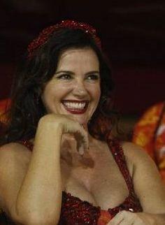 Luma de Oliveira, linda http://extra.globo.com/famosos/namorado-de-luma-precisou-aprovar-tamanho-do-vestido-1224767.html