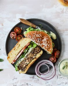 This is the best ever veggie burger and that is not an exaggeration! It's delicious, full of texture and chew, super satisfying & actually sticks together. Healthy Dinner Recipes, Vegetarian Recipes, Vegetarian Barbecue, Tofu Recipes, Vegetarian Cooking, Snack Recipes, Best Veggie Burger, Veggie Food, Beste Burger