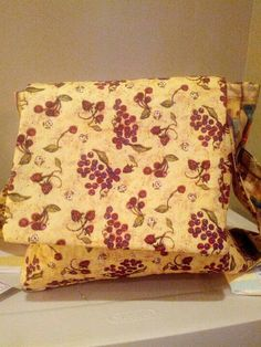 Reversible purse with side pockets