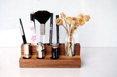 Kisten & Boxen - Kosmetikständer mit Blumenvase, Nuss, Aufbewahrung - ein Designerstück von kerfra bei DaWanda