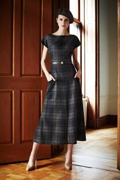 business mode damen The complete Akris Pre-Fall 2014 fashion show now on Vogue Runway. Mode Tartan, Dress Skirt, Dress Up, Dress Outfits, Diy Kleidung, Tartan Dress, Tartan Plaid, Tweed Dress, Black Plaid