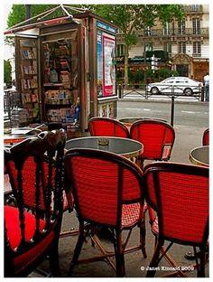 Paris Kitchen - Repaint Chairs Black & Red (?). Black table (?)