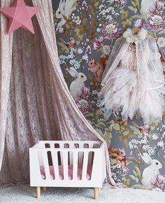 kids room//wallpaper