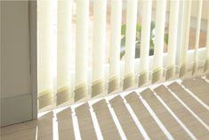 Controla la luz con la cortinas de lamas de cortinadecor, descubrelas en http://www.cortinadecor.com/120/lamas-verticales