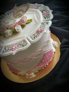 Mezesmanna: unbelievably ornate cake. Wedding cake. Celebration cake.