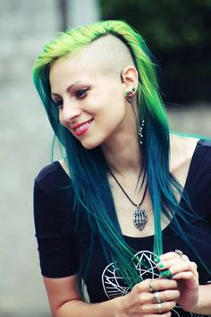 Alissa used these colours: Spring Green and Alpine Green Directions hair… Fashion Mode, Look Fashion, Green Hair, Blue Hair, Unnatural Hair Color, Half Shaved Hair, Dreads, Goth Hair, Alternative Hair