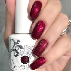 Nina's glitzy manicure using her gifted Gelish Soak-Off Gel Polish in The Last Petal is truly enchanting! Catch this salon-exclusive shade from the #BeautyandtheBeast 2017 Collection before it's too late. This look was created using products gifted to the artist free of charge as part of the Preen.Me VIP program together with Gelish.