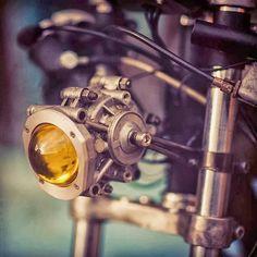 Read up on a handful of my favourite builds - custom made scrambler hybrids like Norton Cafe Racer, Cafe Racer Parts, Bmw Cafe Racer, Cafe Racer Build, Cafe Racers, Scrambler Motorcycle, Motorcycle Gear, Modern Cafe Racer, Car Breaks