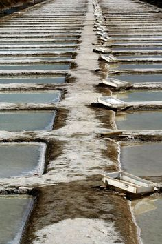 Harvesting salt from salt pans. Visit Portugal, Portugal Travel, Spain And Portugal, Algarve, Places Around The World, Around The Worlds, Ria Formosa, Sea Activities, Portugal Holidays