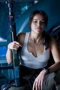 映画「SWAT」では女性隊員のクリス・サンチェスを演じた女優ミシェル・ロドリゲス