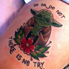 Do-Or-Not-There-Is-No-Try-Traditional-Yoda-With-Flower-Tattoo-Design-For-Thigh.jpg (736×736)