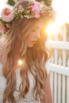 Morning wedding with beautiful boho bride with beautiful floral crown! Flowers In Hair, Wedding Flowers, Bride Flowers, Flower Hair, Roses Photography, Book 15 Anos, Frontal Hairstyles, Shooting Photo, Brunch Wedding