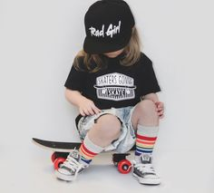 Rad Girl kids Snapback hats Best fit for ages Jet Black with green undervisor. Also features a plastic adjustable snap back. Girls Fall Outfits, Skater Girl Outfits, Casual Outfits, Skater Kid, Skater Girls, Tomboy Kids, Urban Fashion, Kids Fashion, Kids Skates