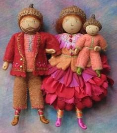 Pipe cleaners, floss and felt make these adorable little elf people.  The Berry Family - Salley Mavor
