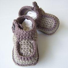 Ravelry: Side-Button Boots pattern by Lisa van Klaveren.