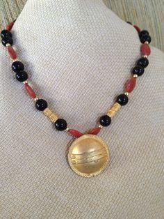 Collar precolombino o étnico de ónix y coral