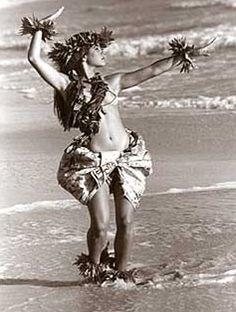 "Kim Taylor Reece ""Ki'ipa"" 11 X 14 Double Matted Hawaiian Hula Print – New in Art, Art from Dealers & Resellers, Prints Hawaiian People, Hawaiian Girls, Hawaiian Dancers, Hawaiian Art, Polynesian Dance, Polynesian Culture, Polynesian Girls, Polynesian People, Hula Girl Tattoos"