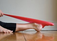 Strengthen arch of foot helps prevent foot pain and foot size changes in pregnancy
