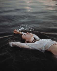 Beach Boudoir, Beach Shoot, Underwater Photography, Portrait Photography, Photography Lighting, Photography In Water, Boudoir Photography Poses, Photography Sketchbook, Photography Outfits