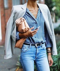 Classic Parisian look- Blazer, button down blouse and belted jeans. Style Outfits, Jean Outfits, Cool Outfits, Casual Outfits, Blue Striped Shirt Outfit, Light Blue Jeans Outfit, Outfits With Striped Shirts, Stripe Shirts, Casual Wear