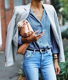 Look pour le travail : chemise rayée, veste tailleur et jean