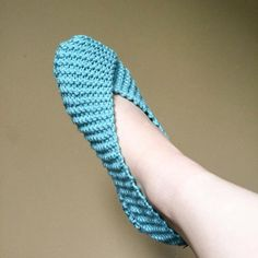 Knitting Patterns Slippers Red Heart& With Love in Iced Aqua Knit Slippers Free Pattern, Knitted Slippers, Crochet Slippers, Knit Or Crochet, Crochet Flower, Knitting Socks, Free Knitting, Knitting Patterns, Knitting Machine