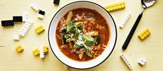 Minestrone on italialainen ruokaisa keitto, jonka joukossa on pastaa. Minestronekeitossa on lisäksi papuja ja pekonia. N. 0,95€/annos*.