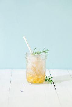 Pineapple, Ginger and Rosemary Granita Fruity Drinks, Dessert Drinks, Refreshing Drinks, Fun Drinks, Healthy Drinks, Healthy Food, Healthy Recipes, Summer Drink Recipes, Summer Drinks