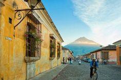¡La ciudad de Antigua Guatemala fue elegida como una de las cinco mejores ciudades turísticas de América Latina por la revista de viajes Condé Nast Traveler! #antigua #guatemala #condenast #traveler