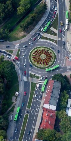 Plac doktora nauk medycznych Andrzeja Piotra Lussy #Białystok #Rondo #Kwiaty #BKM #Bialystok