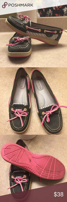 Sperrys ❤ Size 6 Sperrys. In excellent condition. Only worn a few times. Sperry Shoes Flats & Loafers