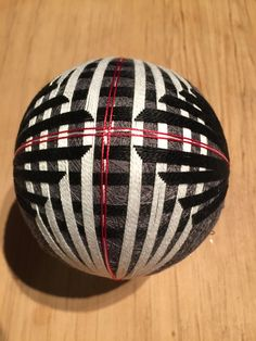 Temari inspiration Dramatic black and white Thread Art, Thread Painting, Paper Flower Ball, Paper Flowers, Japanese Symbol, Japanese Art, Temari Patterns, Pattern And Decoration, Kugel