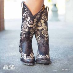 These look like old gringo or corral and I am not a huge fan of them but these are a must have!