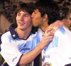 Sergio Aguero and Messi Football Boys, Football Stuff, Soccer World, Vintage Football, Lionel Messi, Soccer Players, Fc Barcelona, My Hero, Soccer